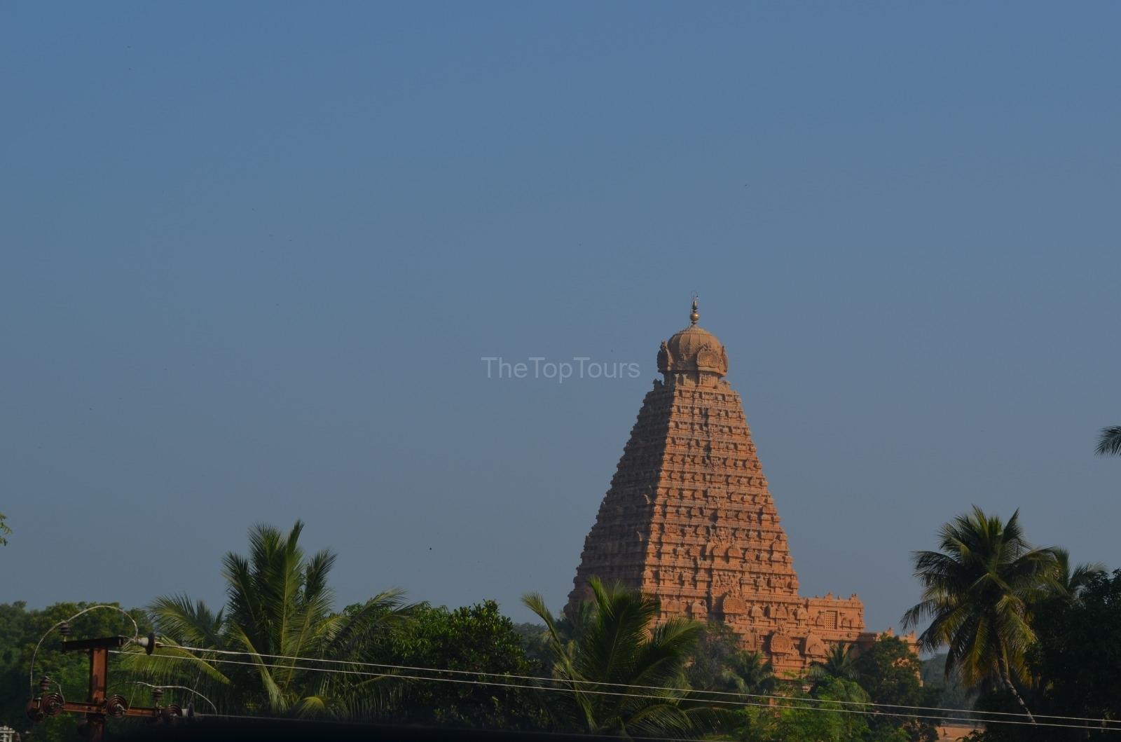 brihadeeswarar-temple-at-thanjavur-tamil-nadu