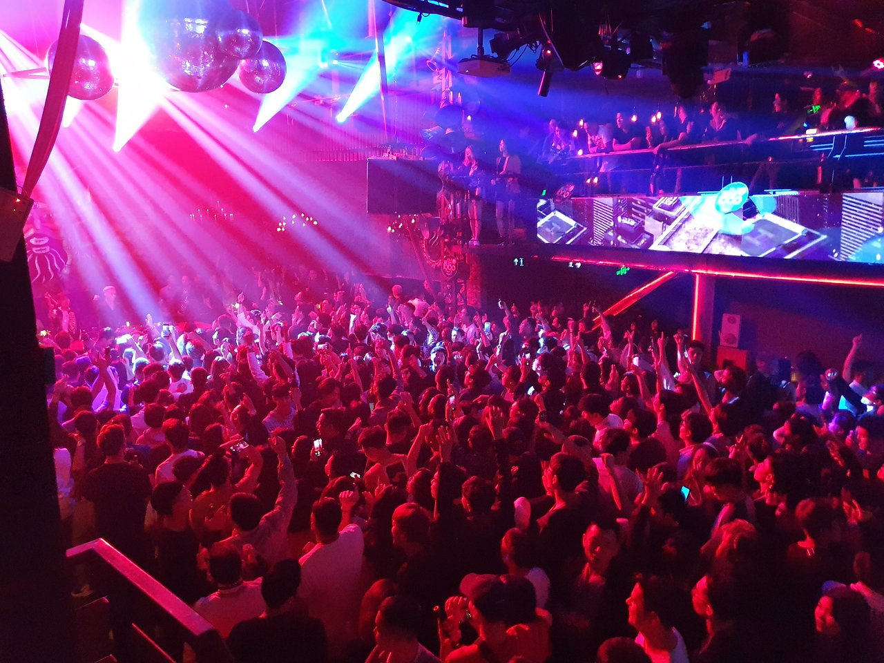 Best Nightlife Place To Have Fun in Hanoi-1900 Le Theatre