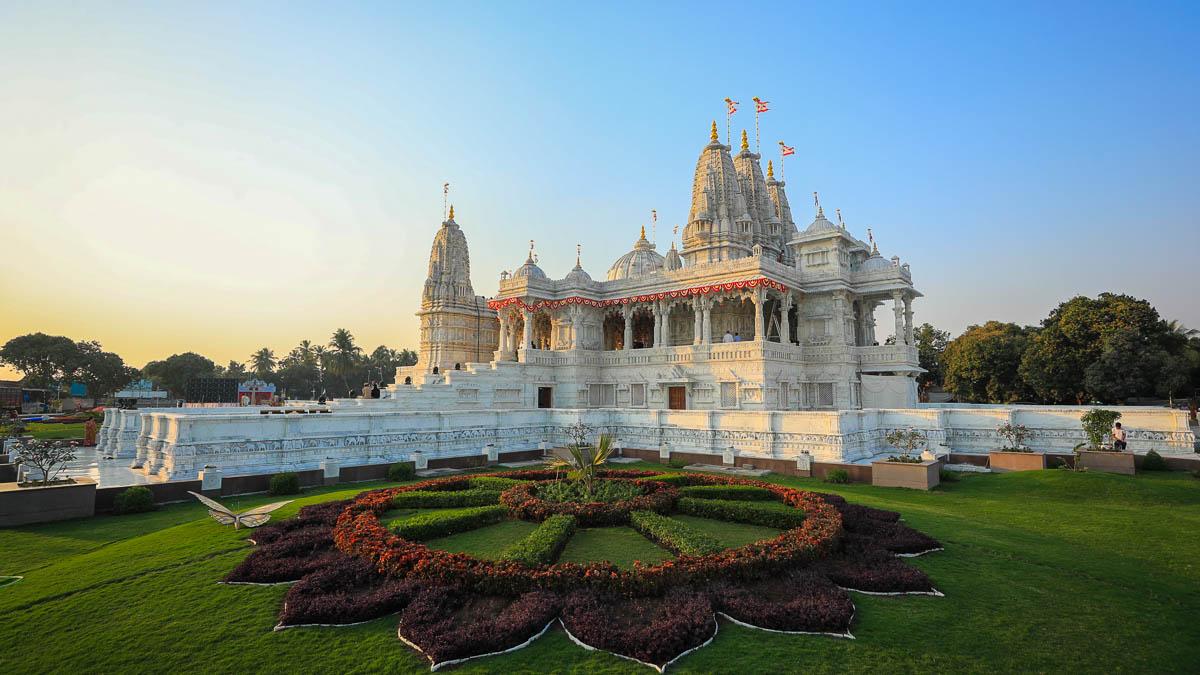 Famous Tourist Locations in Navsari, Gujarat-BAPS Shri Swaminarayan Mandir