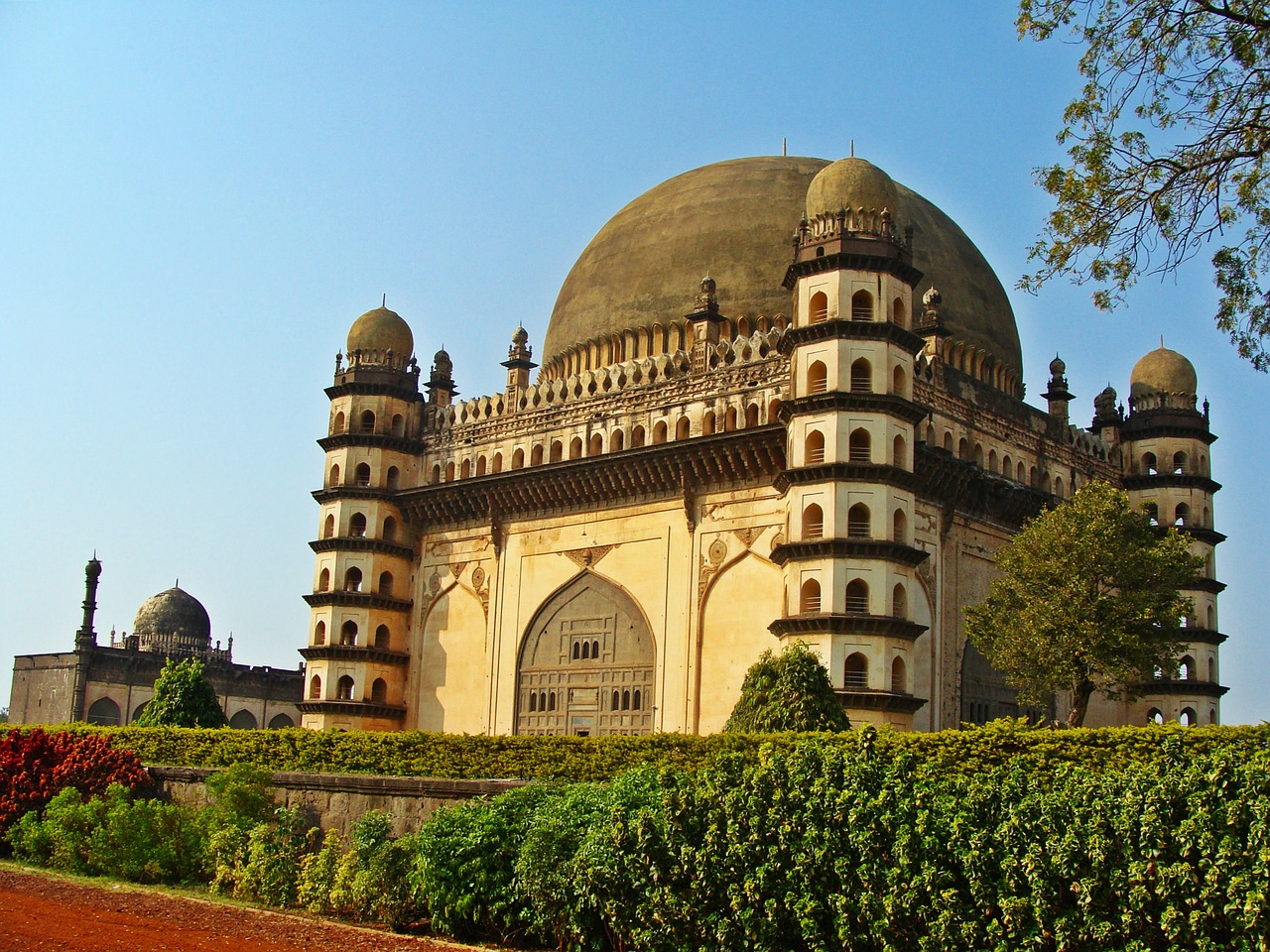Bijapur Fort - One Of The Best Tourist Places To Visit In Karnataka