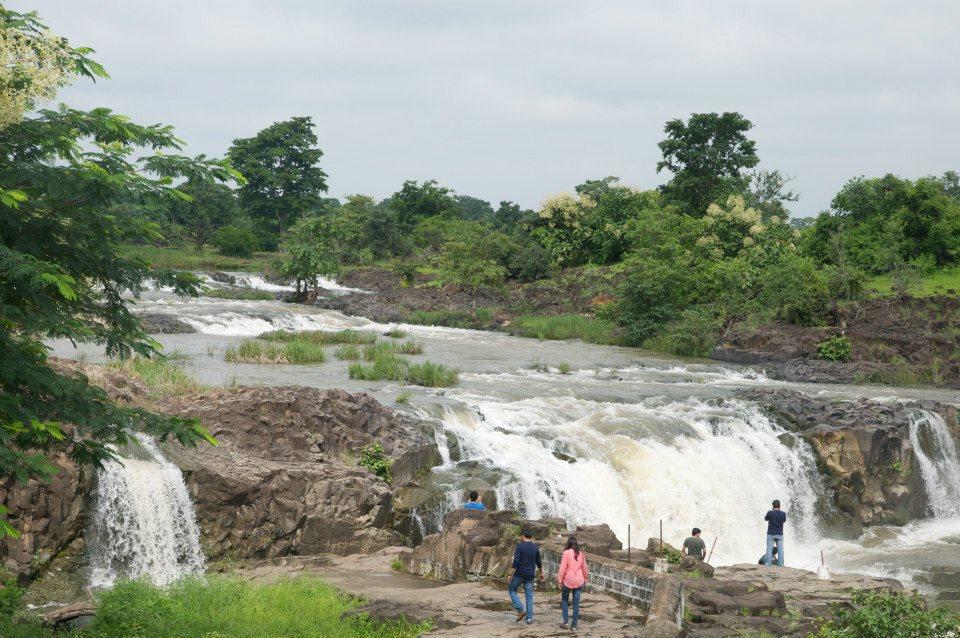 How to Reach the Pochera Waterfalls