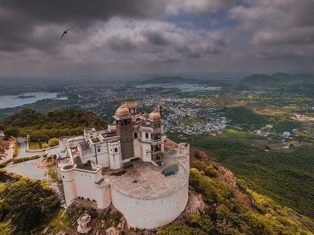 How to reach the Monsoon Palace