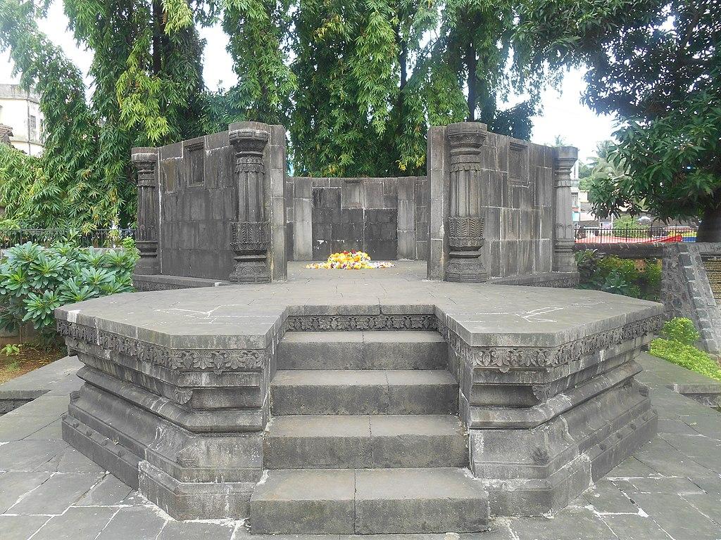 Top Place To Visit Near Hirakot - Kanhoji Angre Samadhi