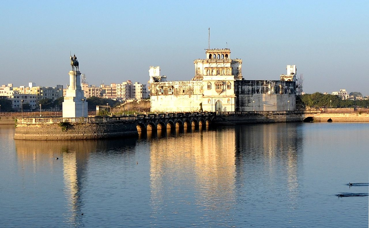 Top Place to Visit in Jamnagar-Lakhota Palace/Ranmal Lake
