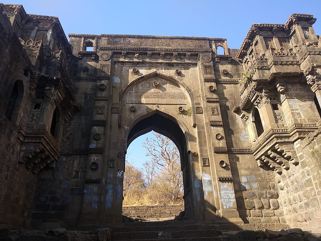 Famous Place Near Gawilghur - Narnala Fort