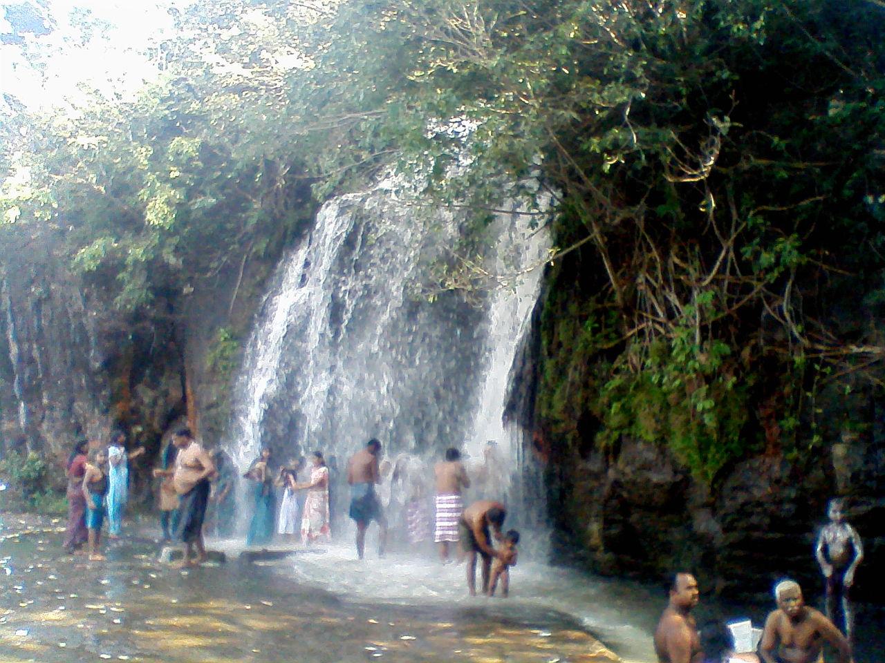 Must Visit Waterfall In Tamil Nadu-Agasthiyar Falls in Tirunelveli
