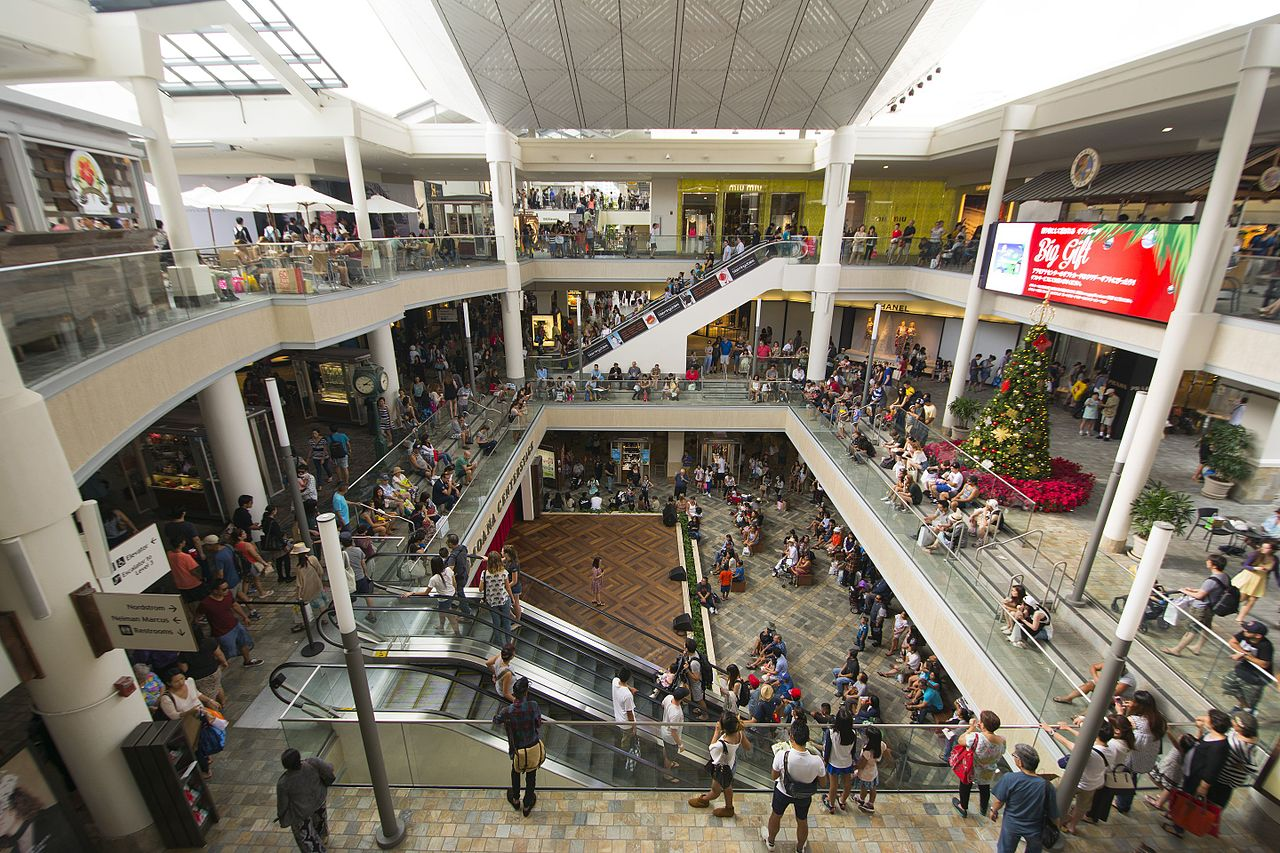 Risk-Free And Risky Location In Honolulu for Tourists-Ala Moana Center