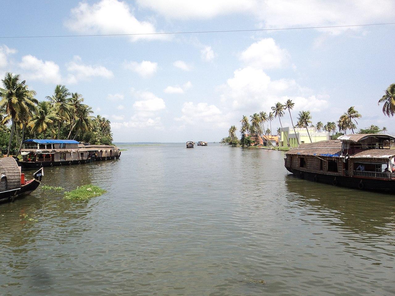Famous Keralan Backwaters-Alappuzha