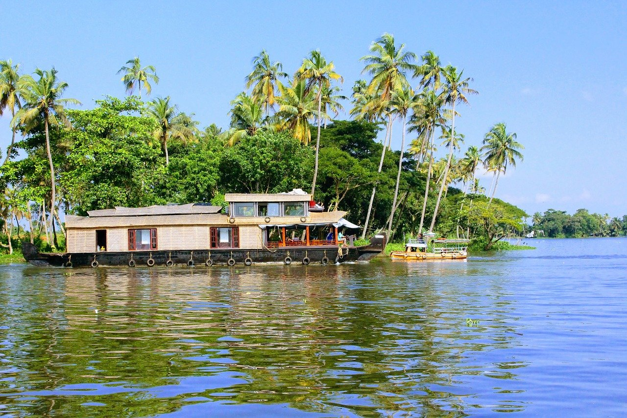 Amazing Place Near Rivers and Lakes in Kerala-Alleppey