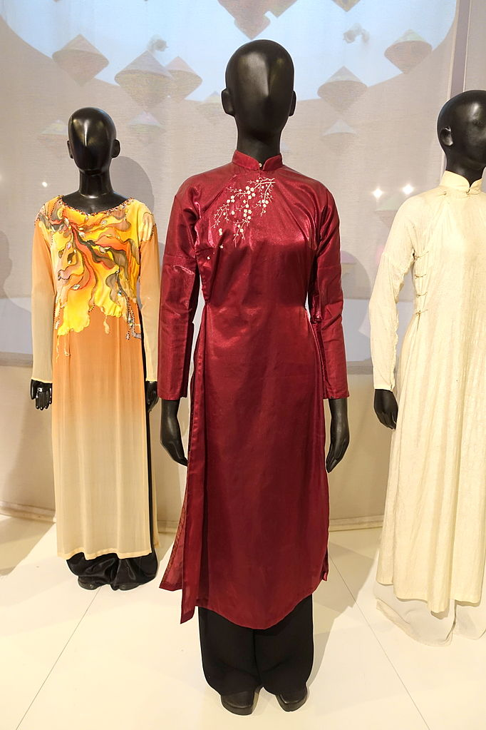 Best Things That Tourists Can Buy In Vietnam-Ao Dai