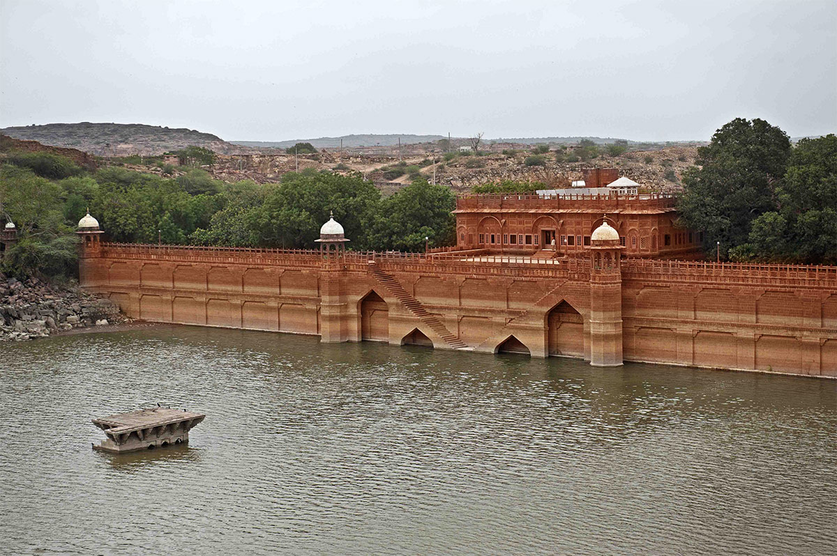 Top Palace to visit in Jodhpur-Bal Samand Lake Palace
