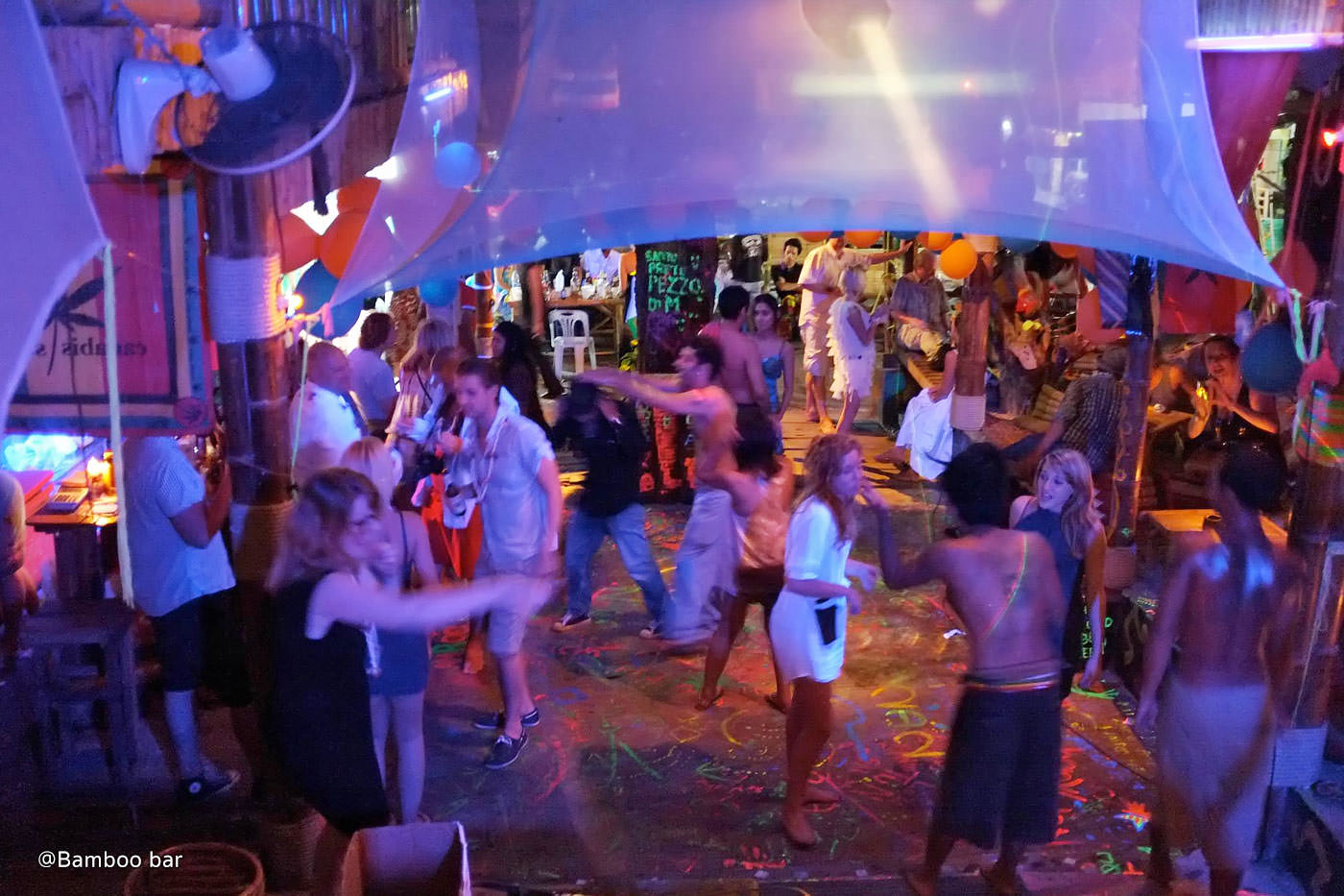 Top Nightlife Spot In Krabi For The Perfect Weekend Parties-Bamboo Bar, Railay Beach
