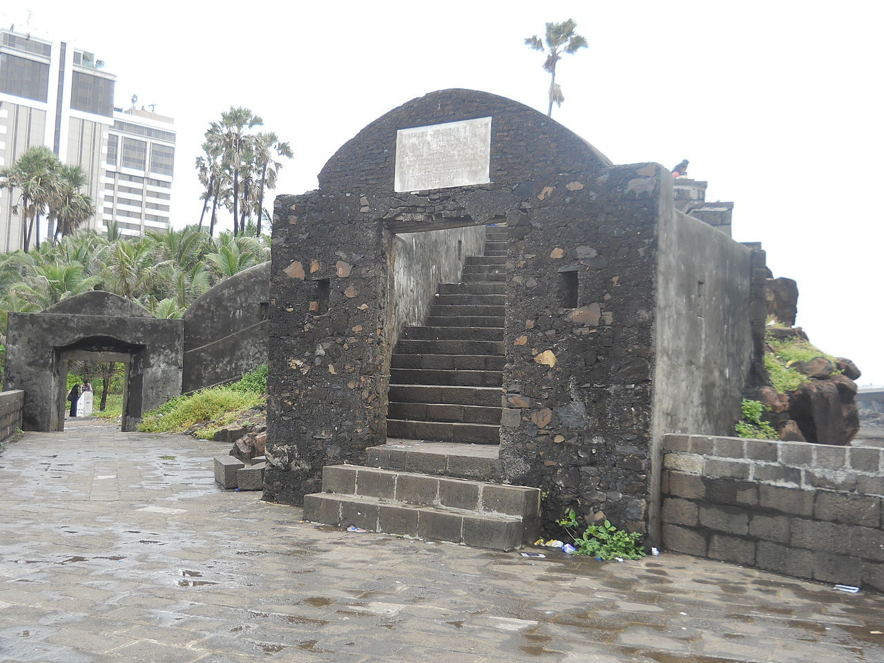 Best Place To Visit Near Walkeshwar-Bandra Fort