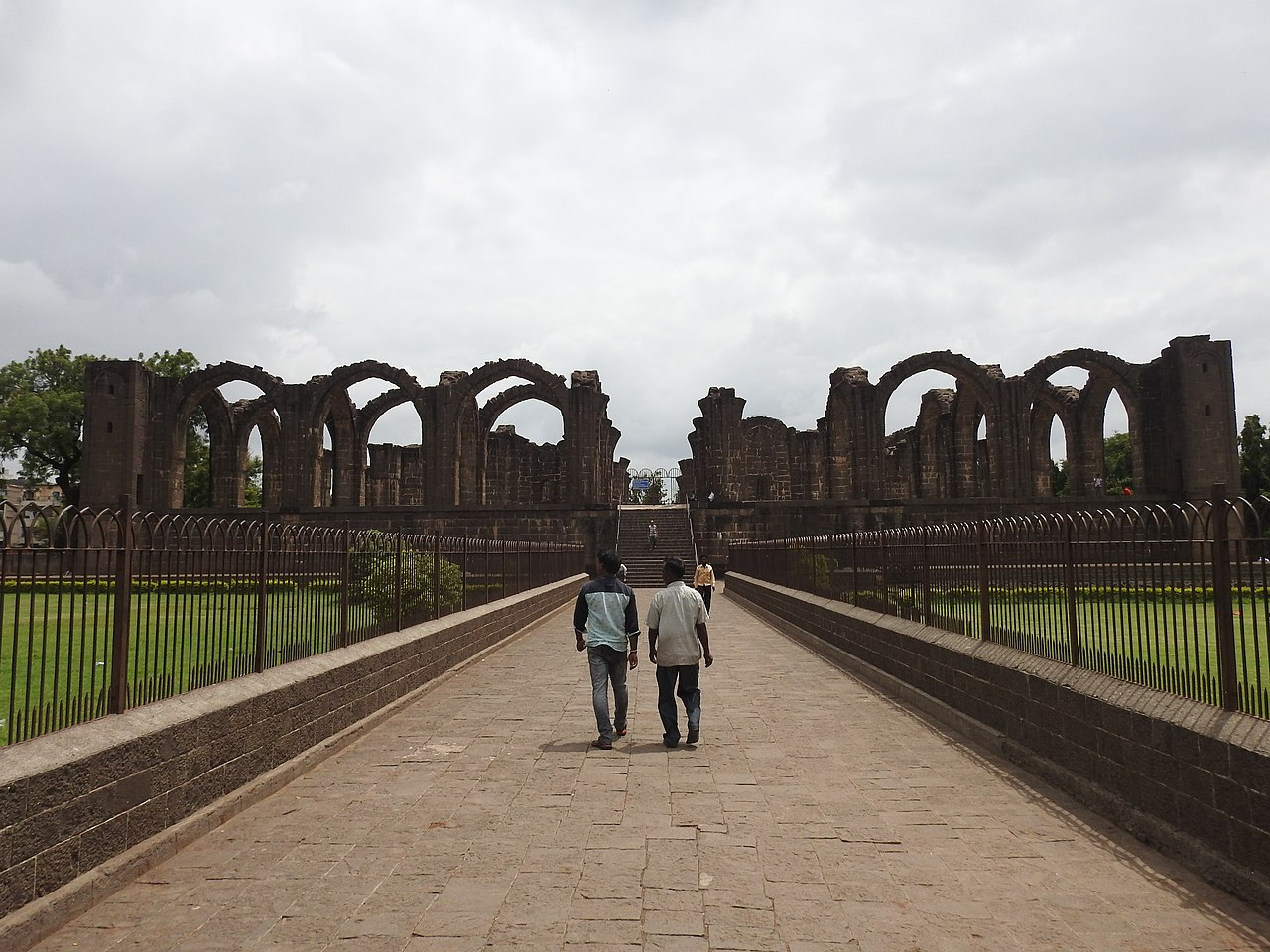 Bara Kaman Travel Guide : The Unfinished Mausoleum of Ali Adil Shah In Vijayapura (Bijapur)