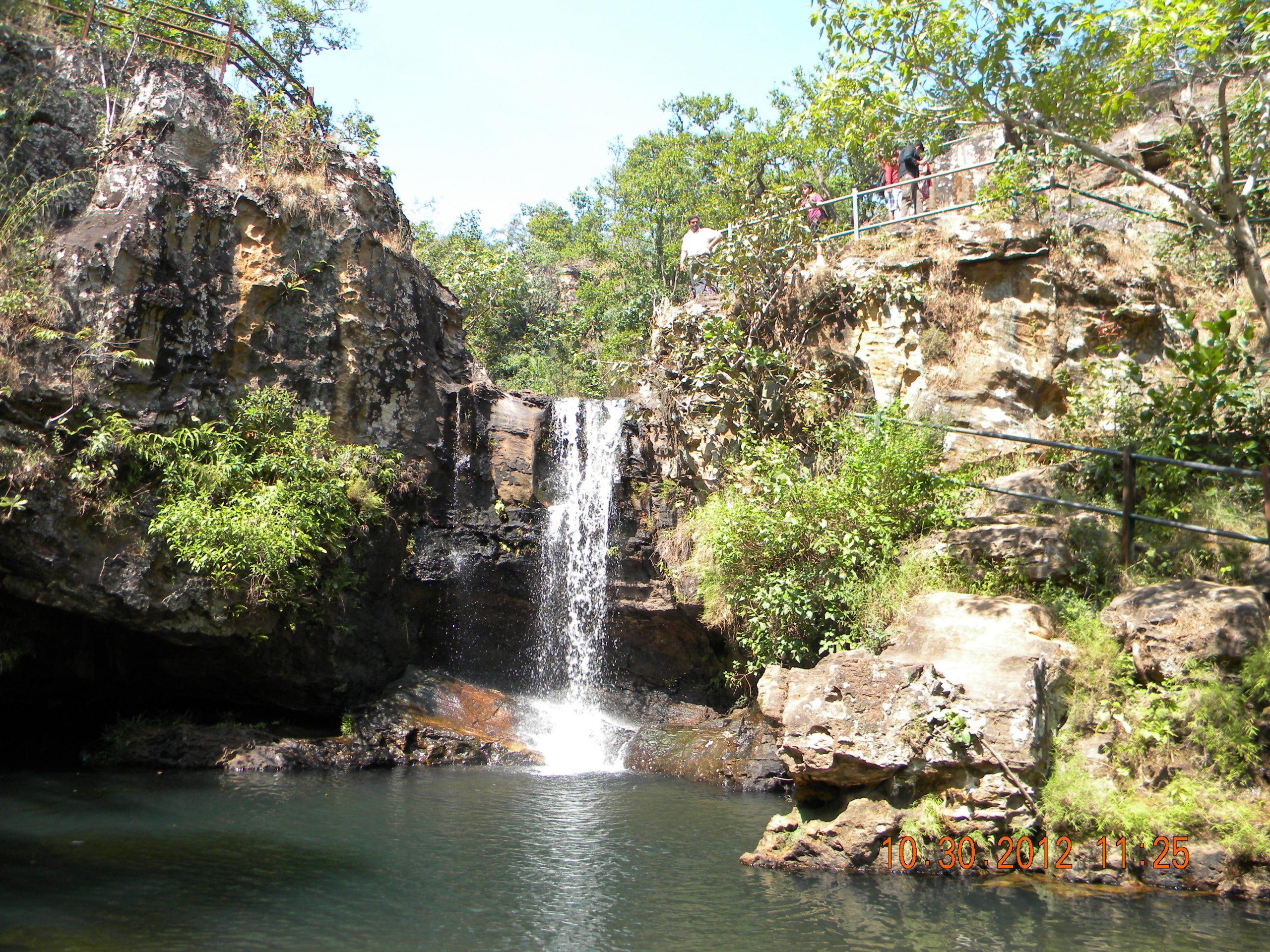 Top Sightseeing Spot In Pachmarhi-Bee Waterfalls