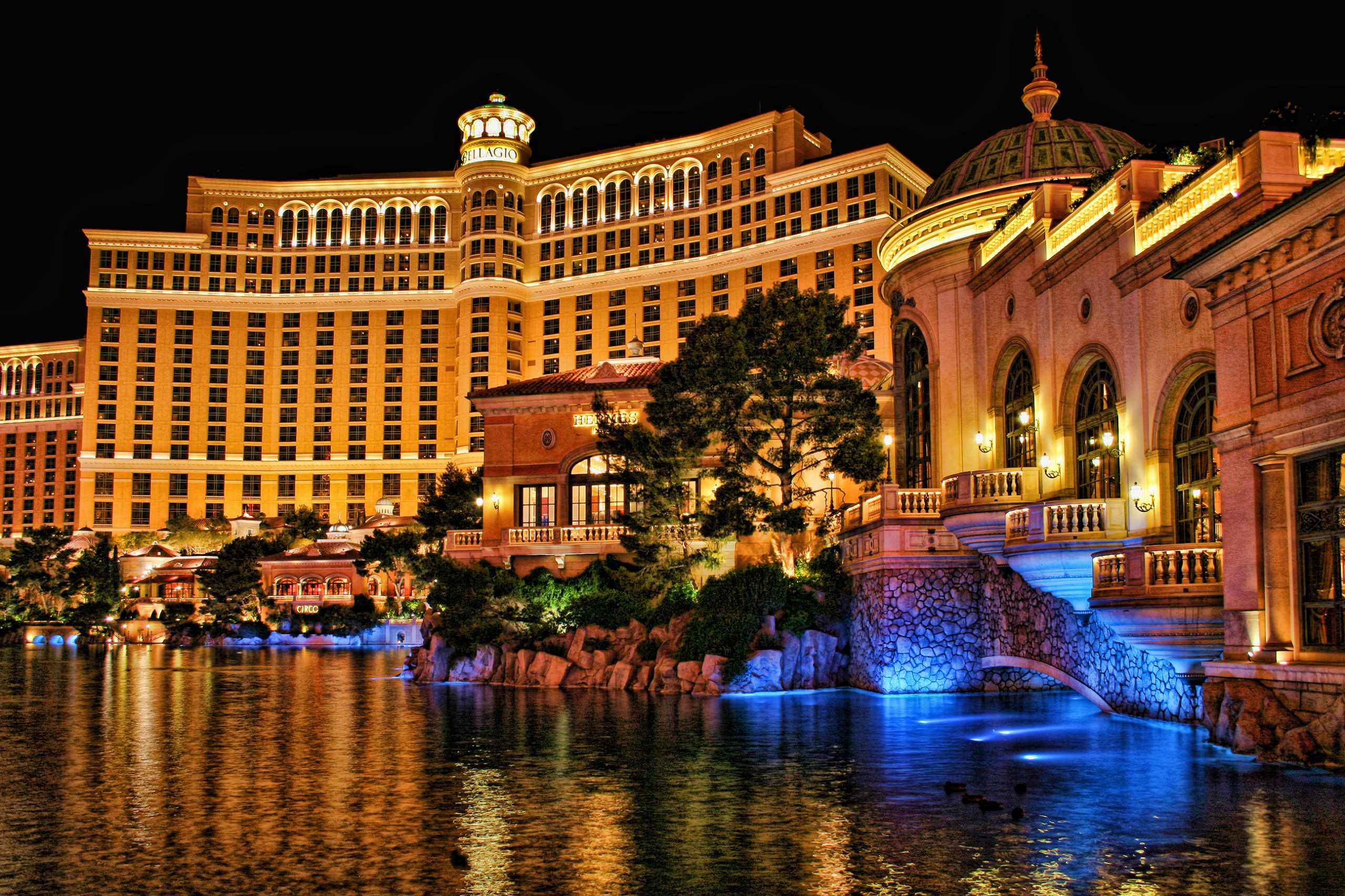 Bellagio Hotel and Casino - Luxury Hotels To Stay In Las Vegas