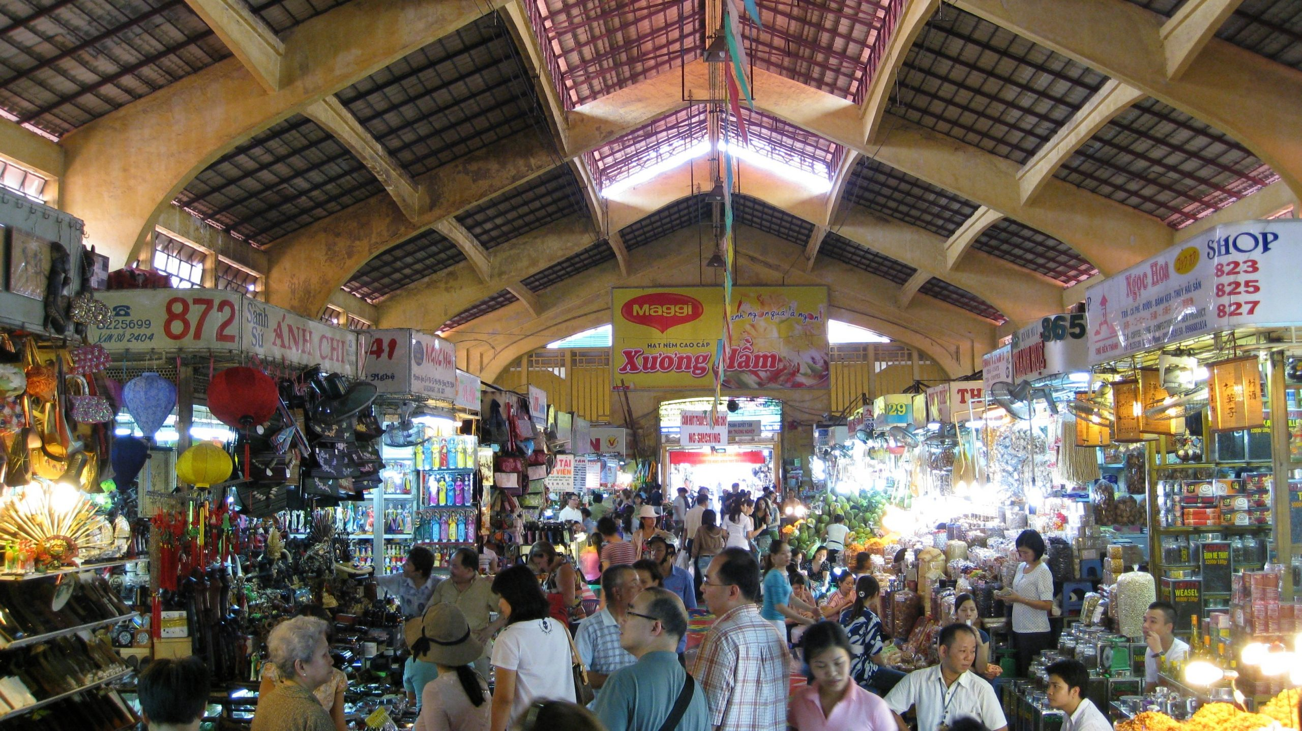 Ho Chi Minh's Most Famous Shopping-Ben Thanh Market