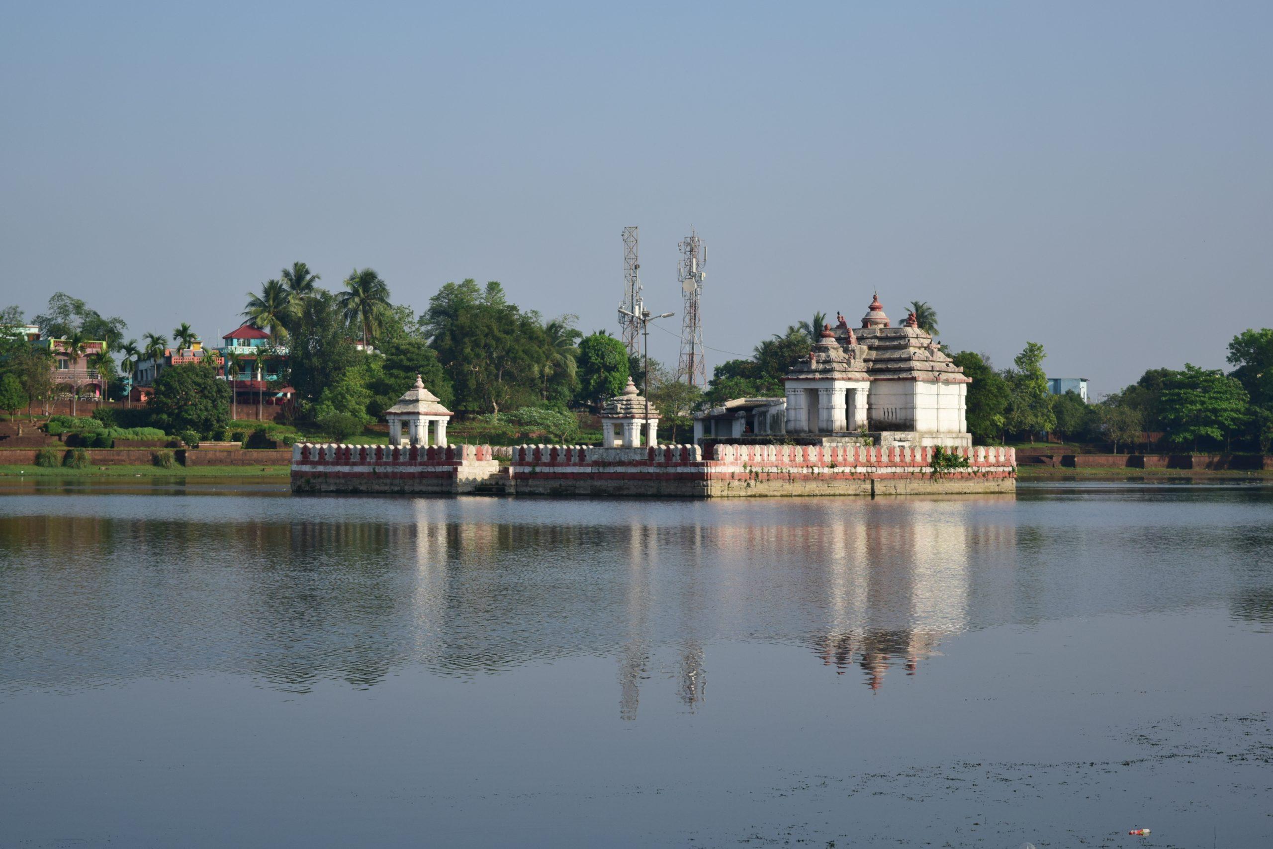 Most Popular Place To Visit In Bhubaneswar - Bindu Sagar Lake/Bindu Sarovar