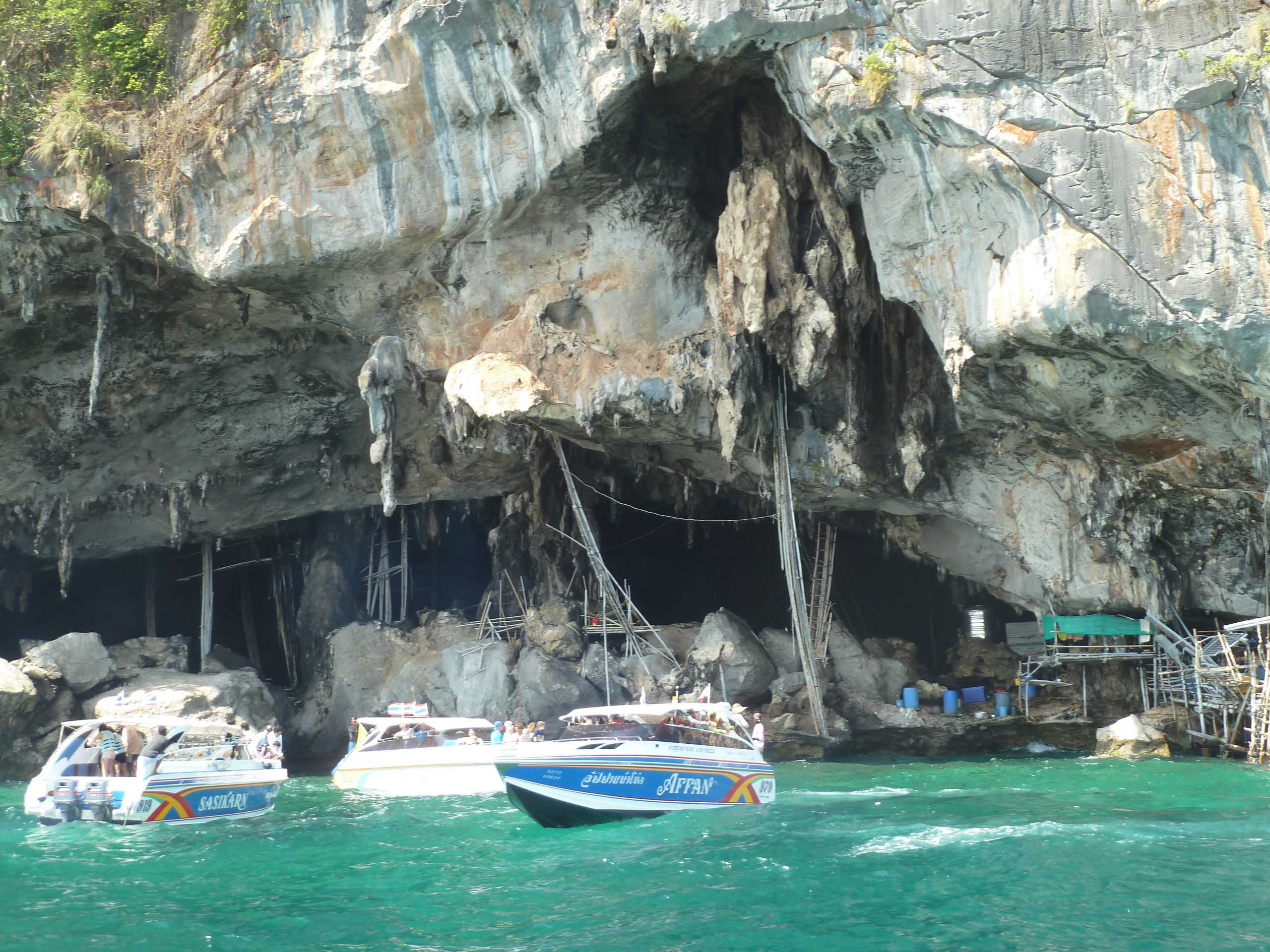 Amazing Thing To Do In Phi Phi-Take A Boat To Explore The Viking Cave