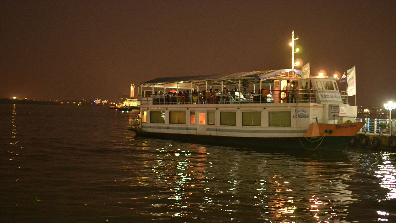 Activities to Enjoy at Hussain Sagar Lake-Boating