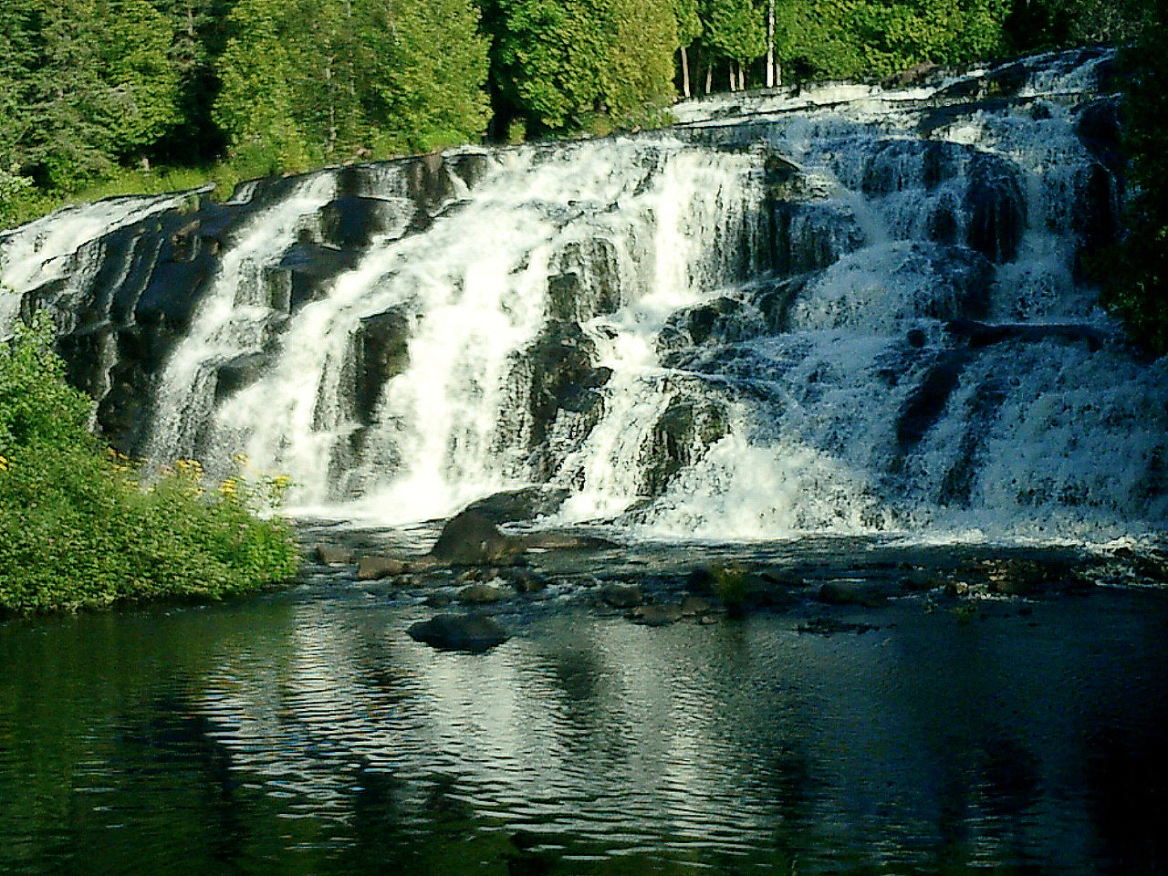 Attraction Waterfalls in Michigan-Bond Falls