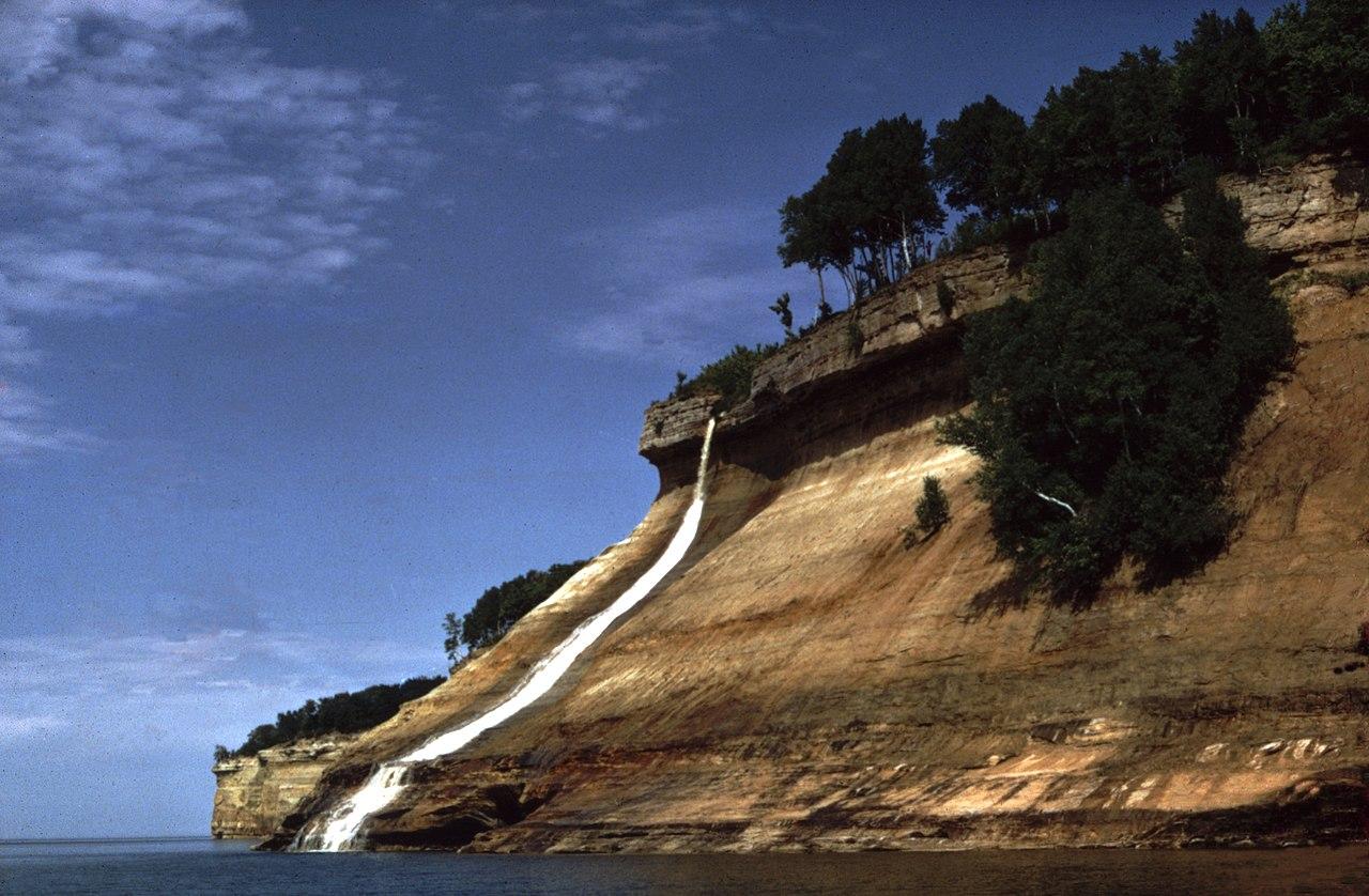 Best Waterfalls in Michigan-Bridalveil Falls