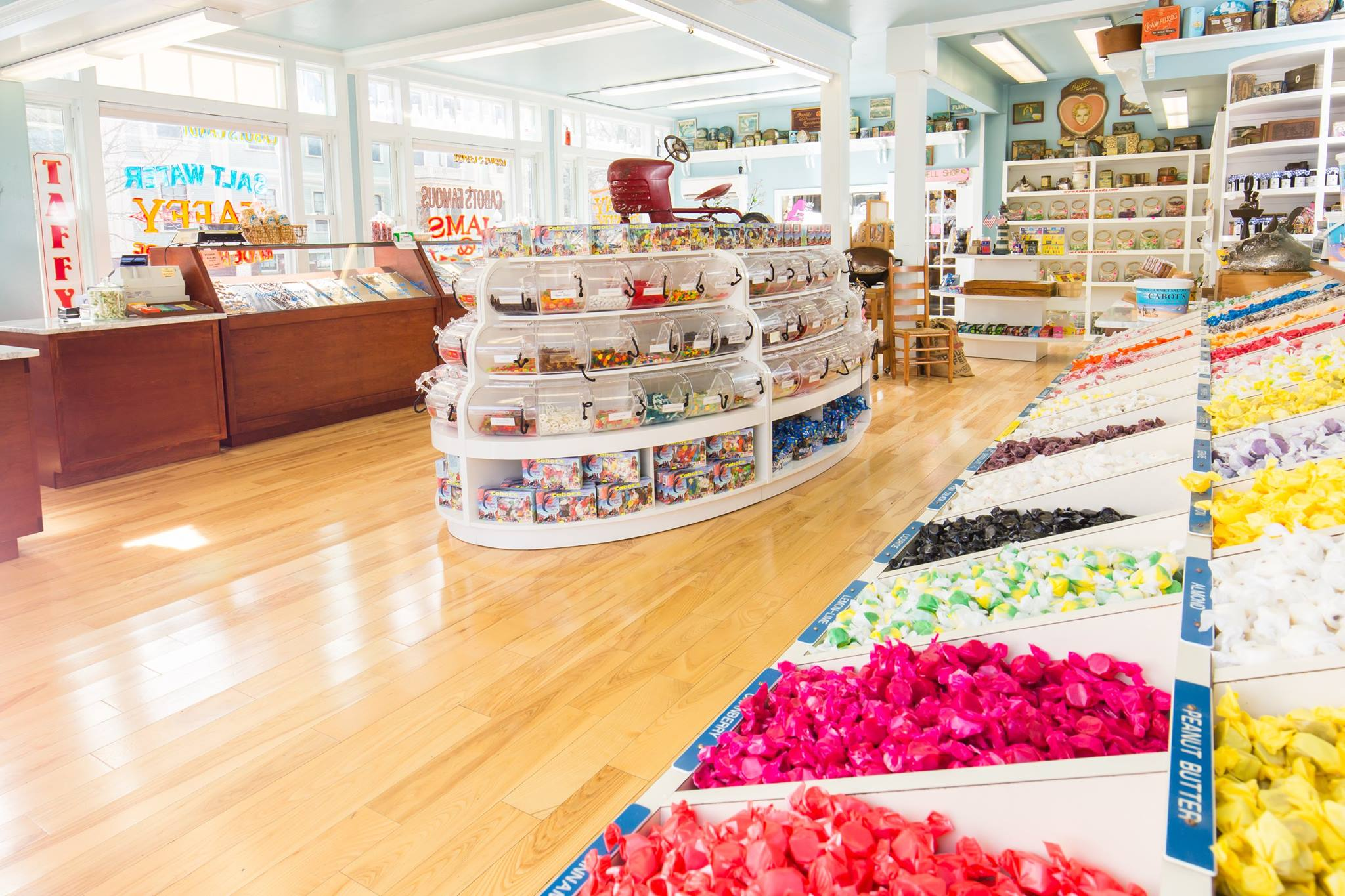 Amazing Destination to Visit Of Provincetown in Massachusetts-Cabot's Candy of Cape Cod