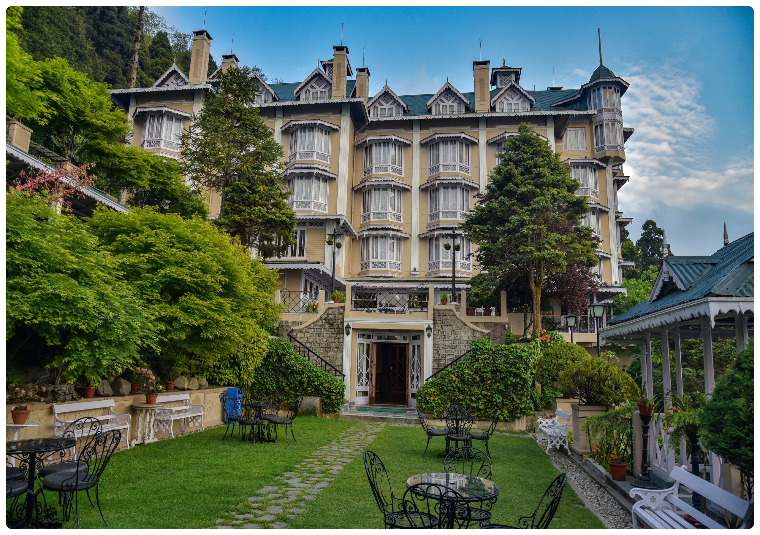 Cedar Inn - Best Luxury Hotels To Stay In Darjeeling