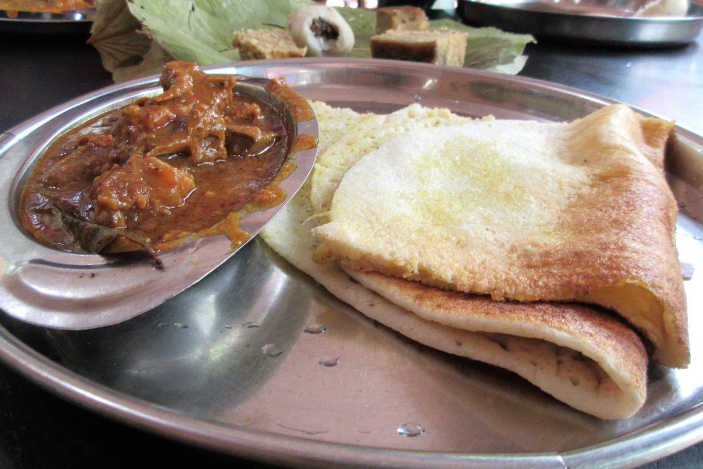 Chakuli Mangsa Tarkari - Best Street Foods In Bhubaneswar