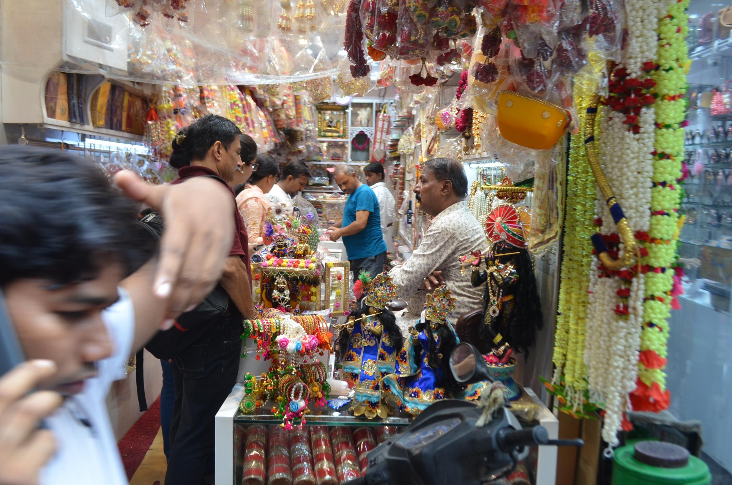 Chandni Chowk Amazing Market to Shop in Delhi