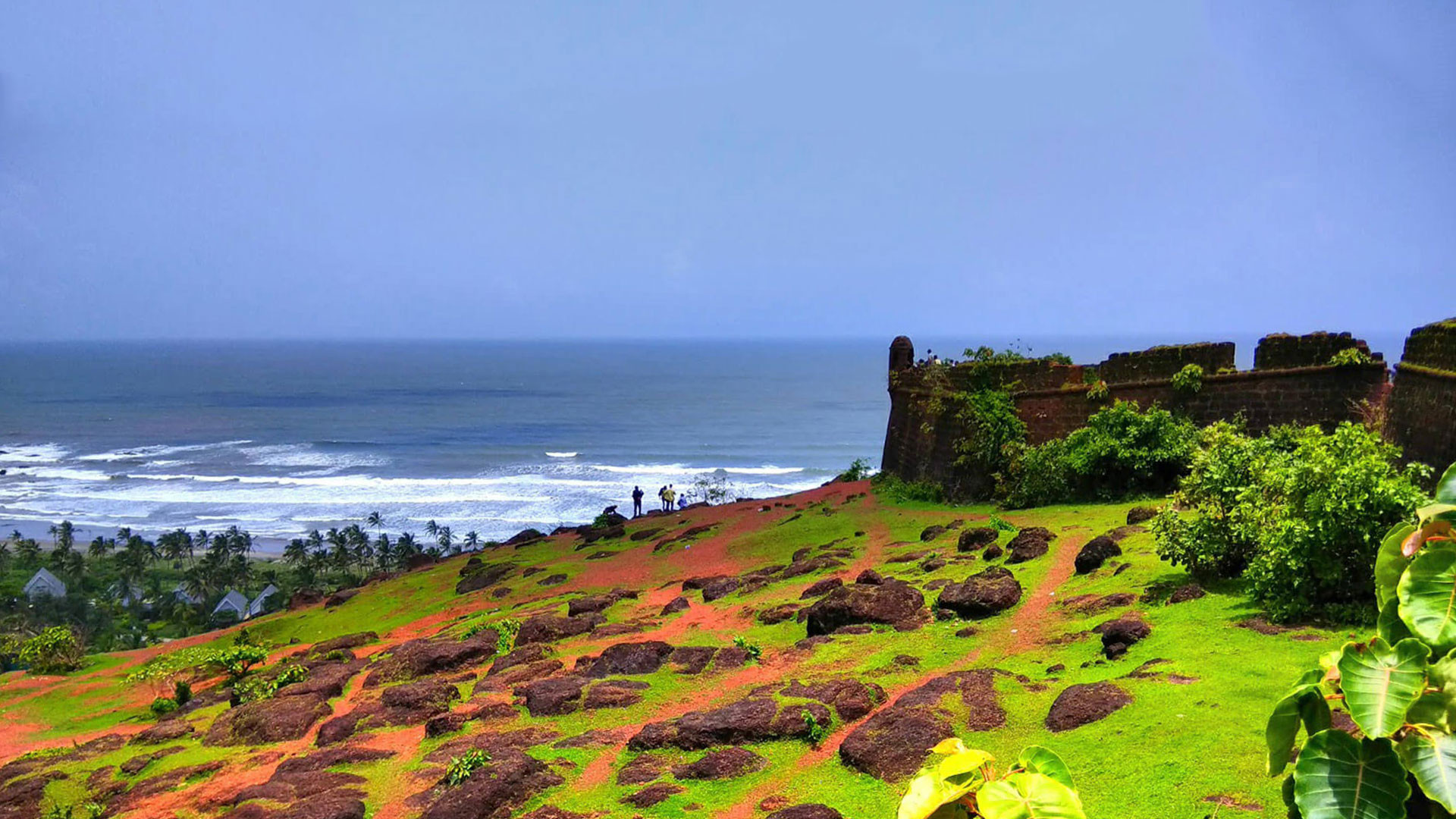 Best Things to do In Goa During the Monsoon-Visit Chapora Fort On A Cloudy Morning
