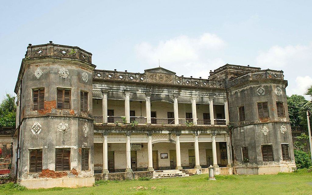 Amazing Sites in Jhargram That You Will Love-Chilkigarh Rajbari