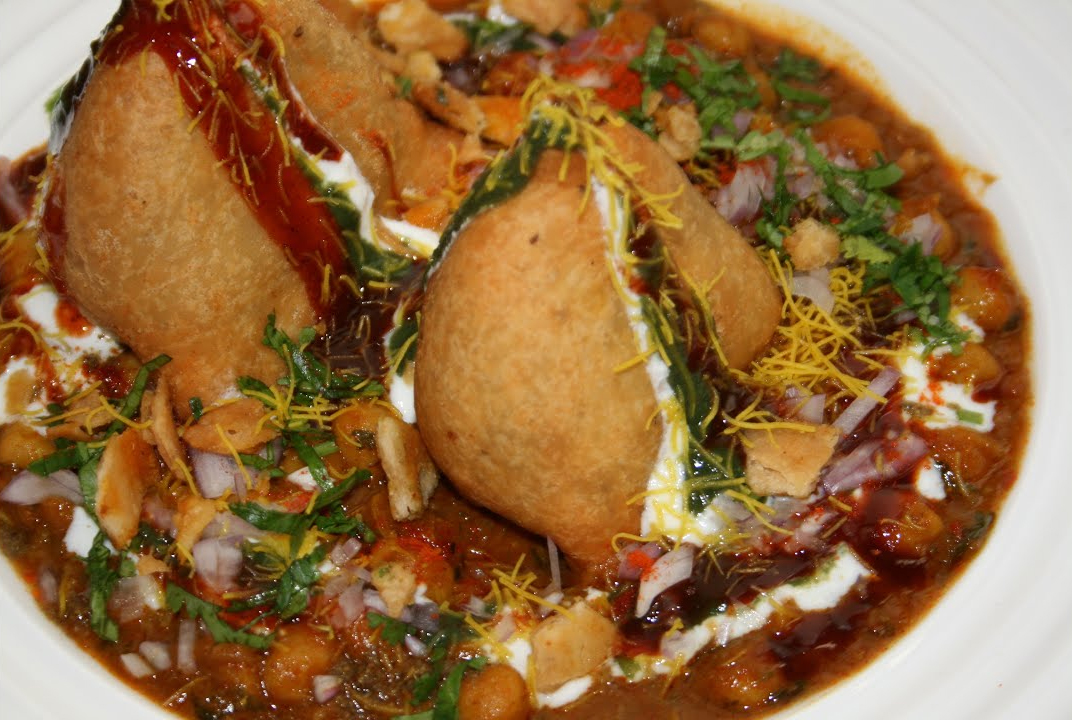 Choole Samosa Or Shingad - Best Street Foods In Bhubaneswar