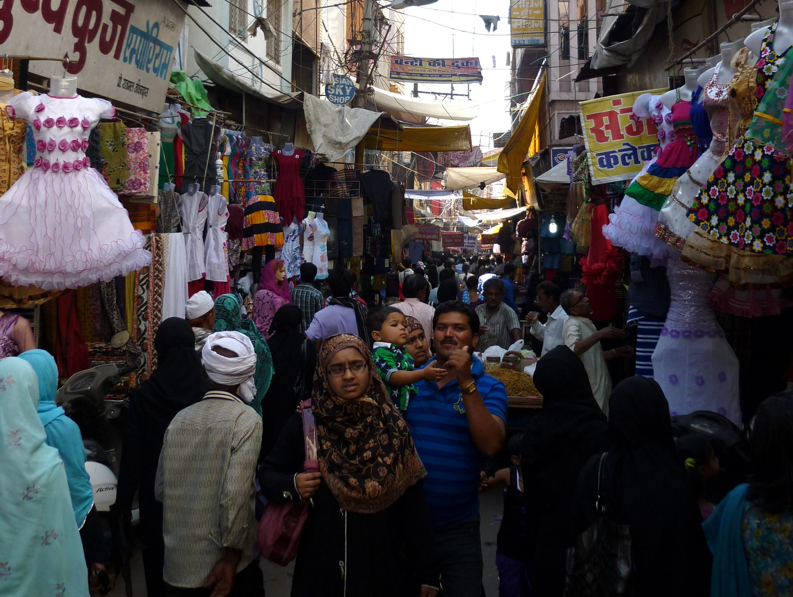 Top Spot In Bhopal Which Are Perfect For A Shopping Splurge-Chowk