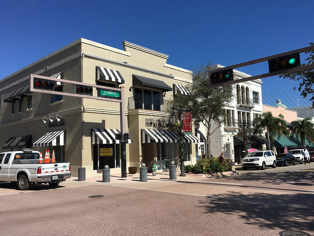 Best Place to Visit in West Palm Beach-Clematis Street