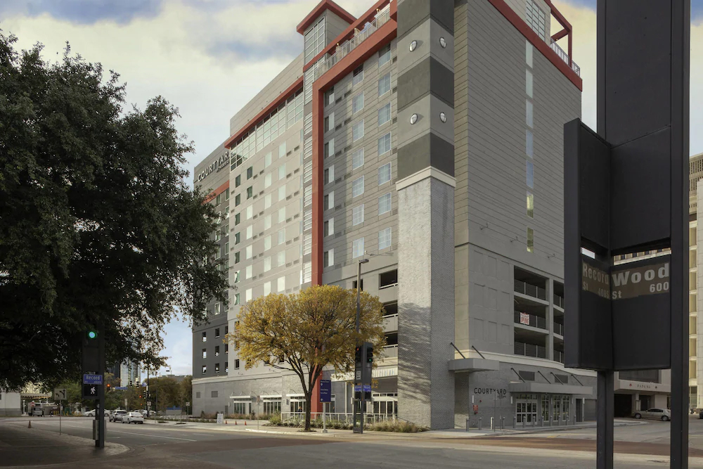 Courtyard by Marriott Dallas Downtown District: Mid-Range Hotels in Dallas