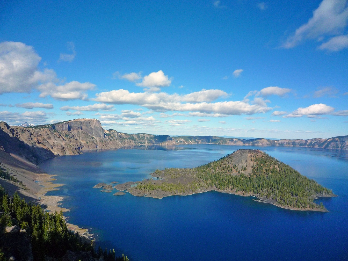 Crater Lake National Park - Top Go-To Place in Oregon to Explore Its Rich Culture and Scenic Beauty