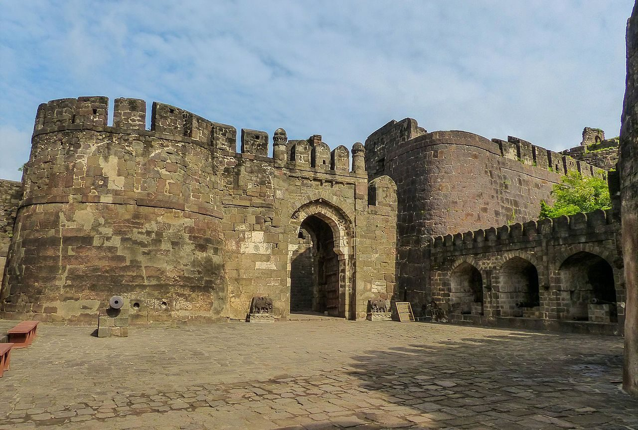 Best Place to Visit Near Ellora Caves-Daulatabad Fort