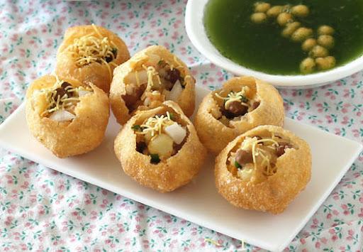 Deena Chaat Bhandar Street Food in Varanasi