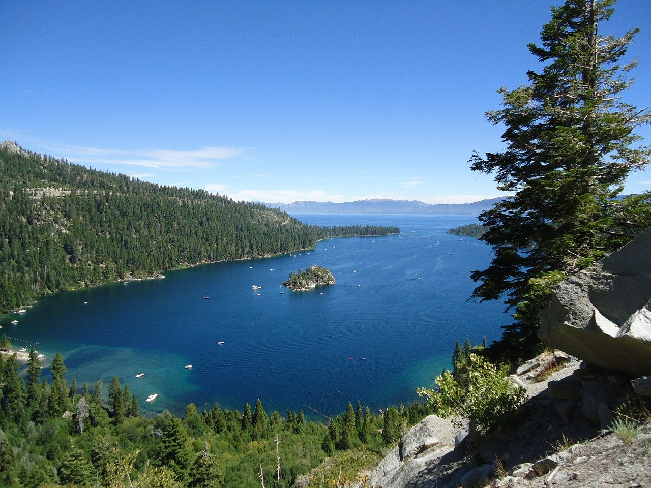 Nice Place to Visit In California-Emerald Bay