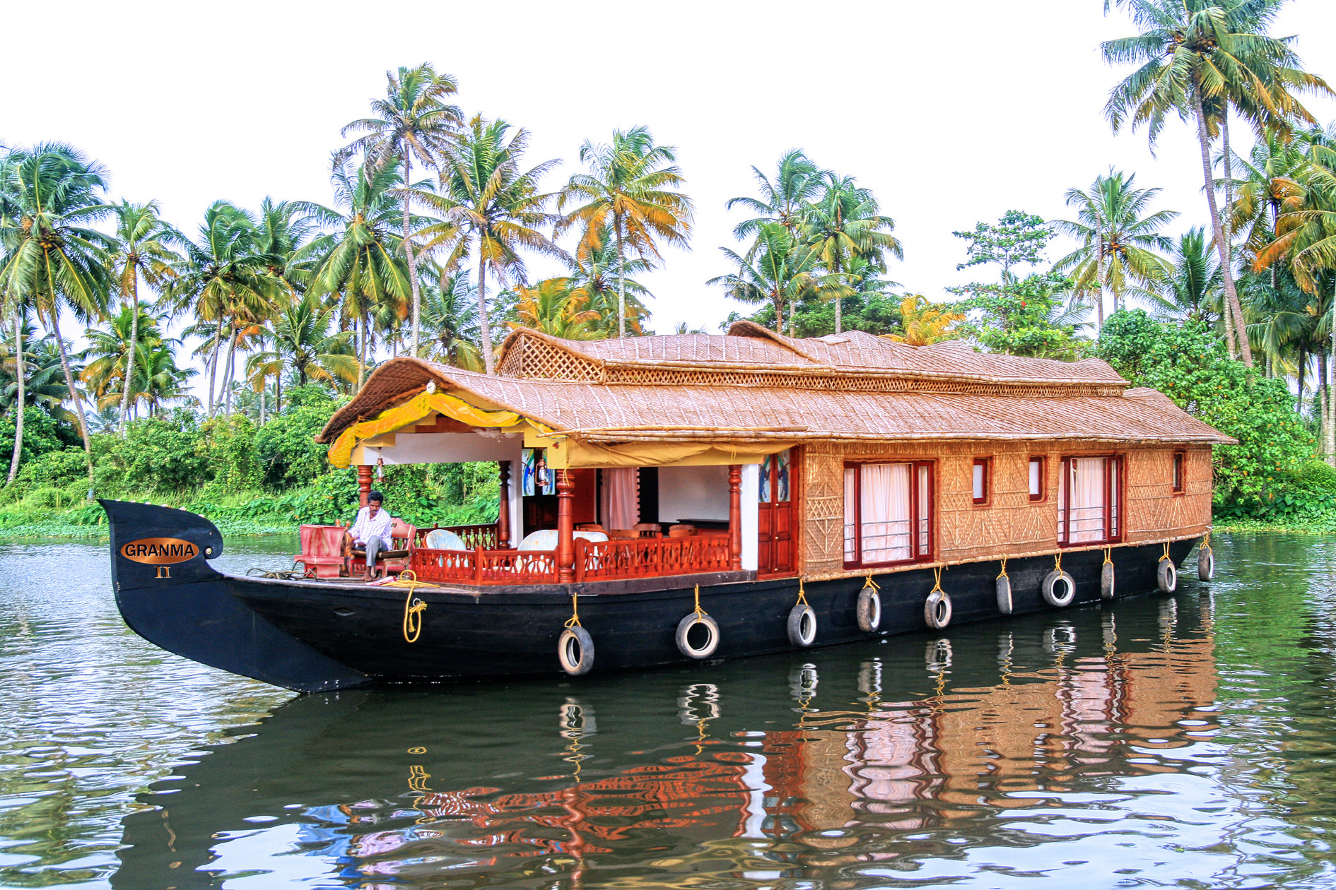 Experience Dining On a Houseboat - Don't Leave Goa Without Experiencing this Alternative Things