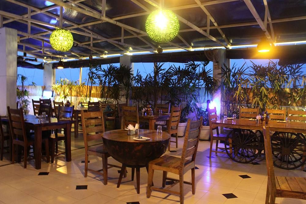 11 Flowers Rooftop and AC restaurant - Popular Food Place in Mathura & Vrindavan