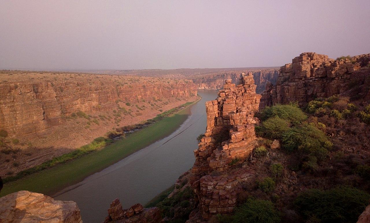 Must-Visit Attraction of Andhra Pradesh-Pennar River, Gandikota