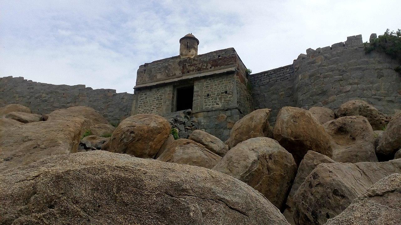 Popular Fort In Tamil Nadu-Gingee Fort in Tiruvannamalai