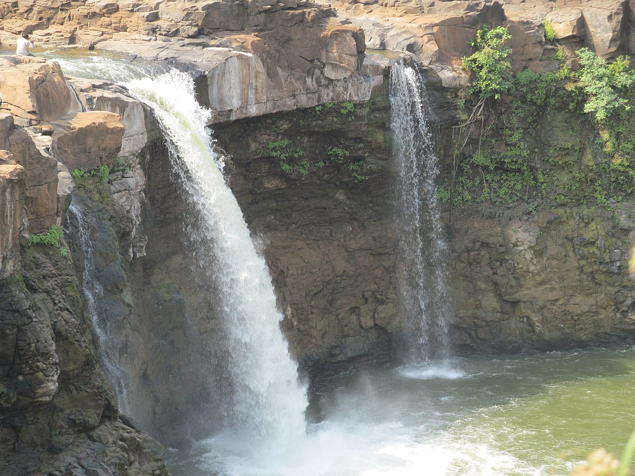 Place Near The Don Hill Station-Gira Waterfall