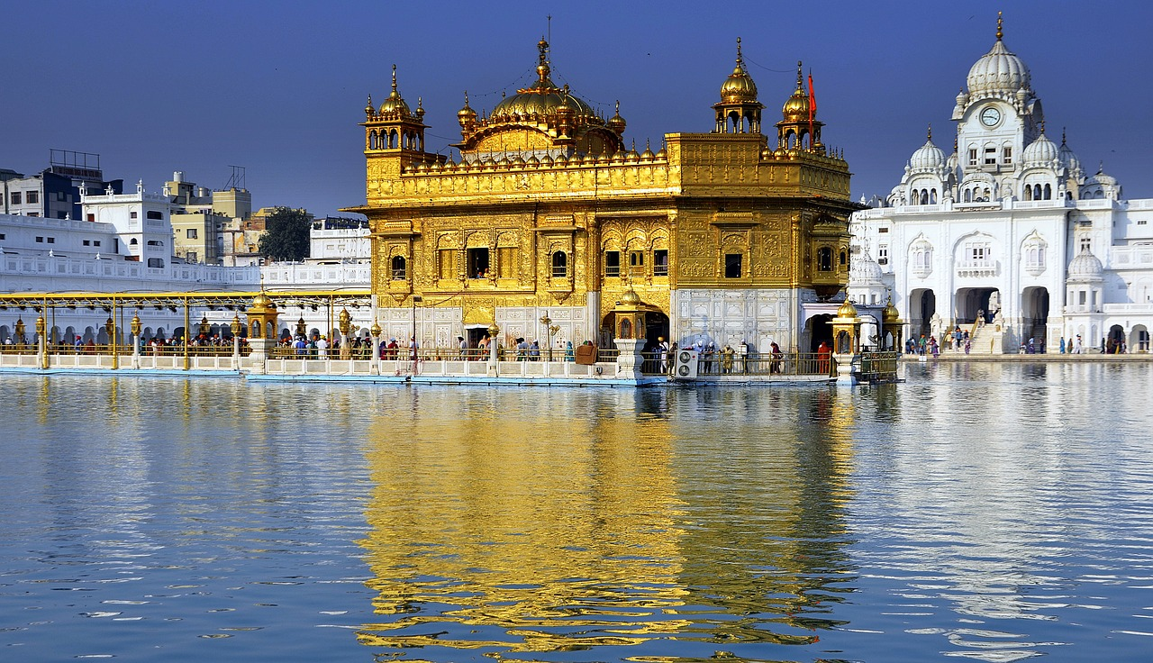 Golden Temple - Tings to Do & Best Punjabi Cuisines to Try in Amritsar