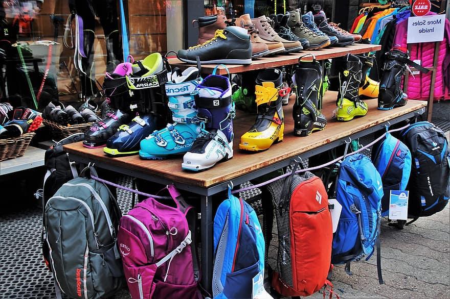 Shopping Spot In Jabalpur-Gorakhpur Market