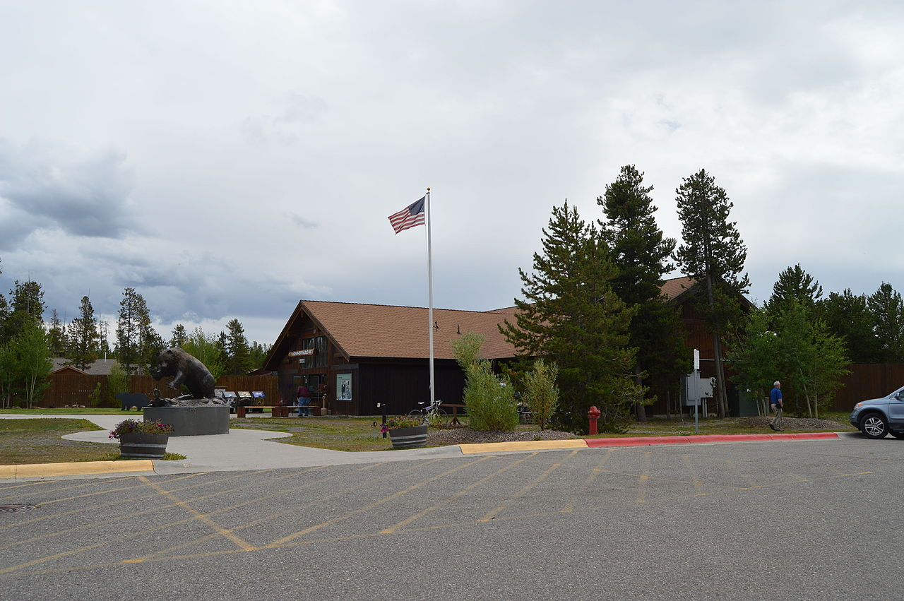Top Visiting Place in Montana-Grizzly and Wolf Discovery Centre