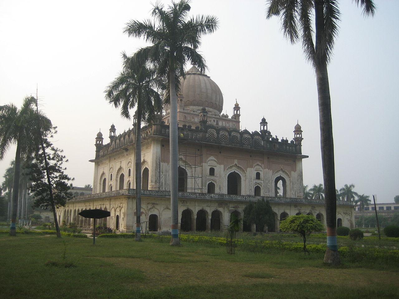 Top Tour Place In Ayodhya-Gulab Bari