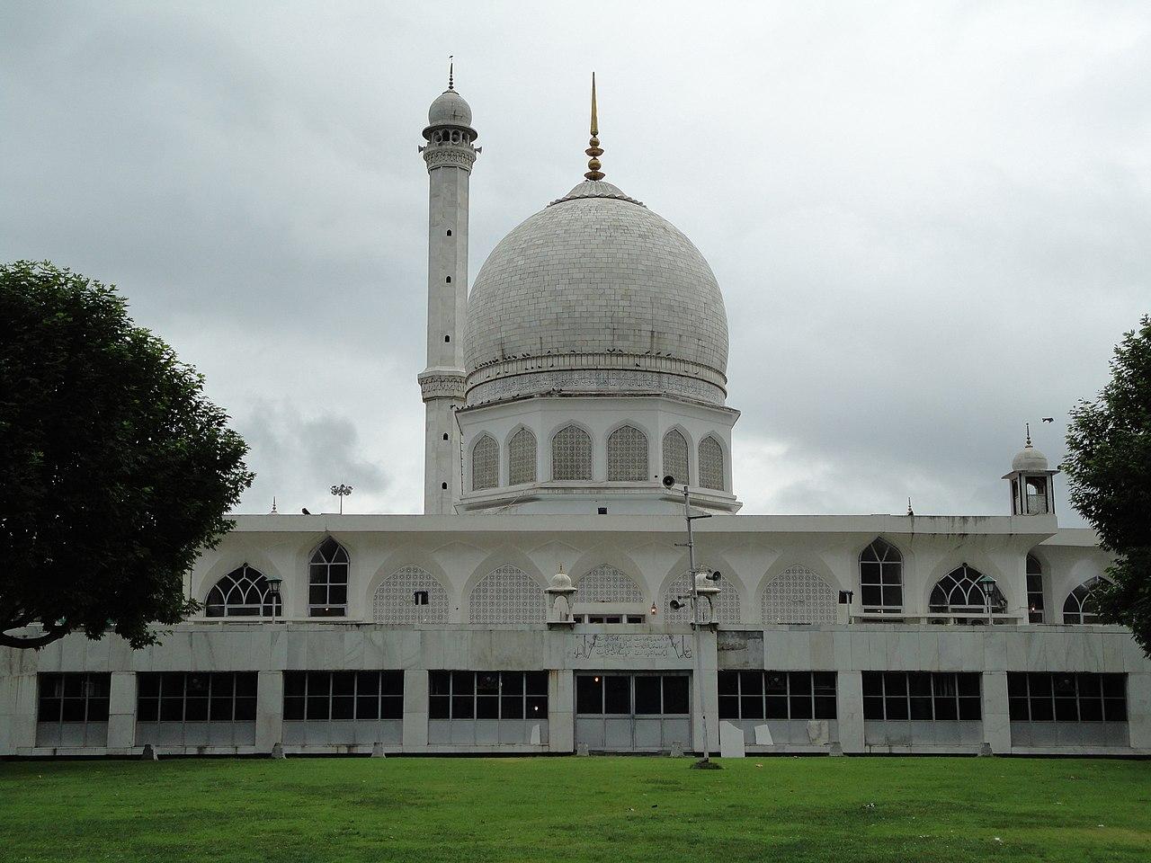 Popular Place to Visit in Srinagar-Hazratbal Shrine